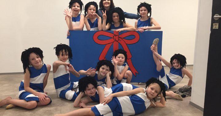 Valtu kooli Sipsikud tegid Eestile tantsulise kingituse